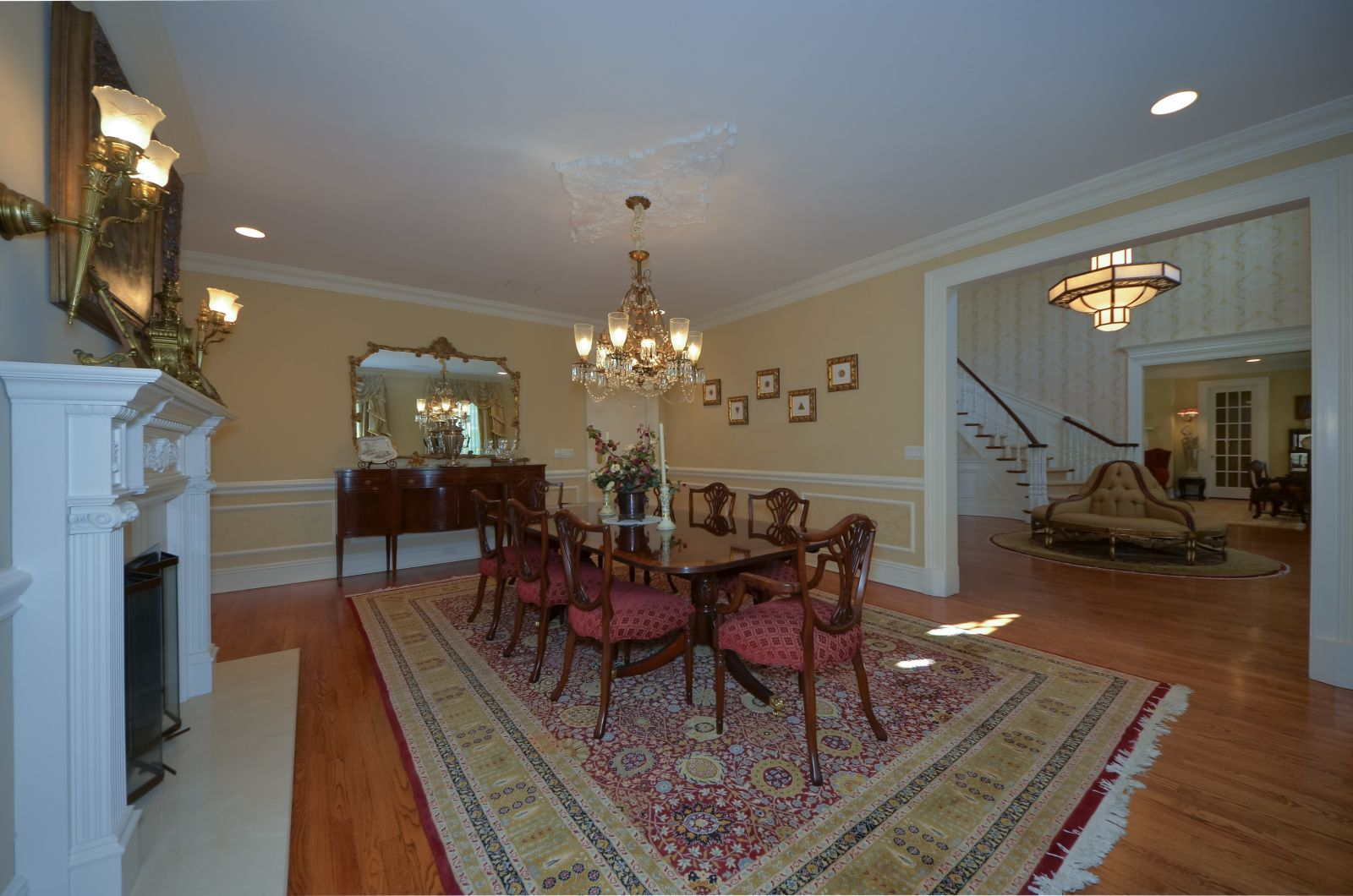 Foyer / Dining Room
